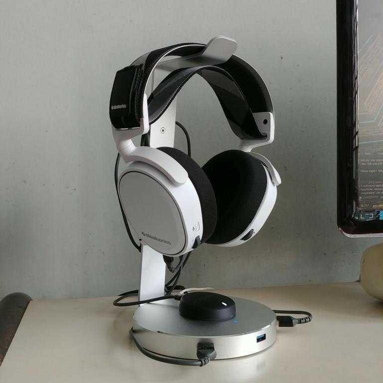 SteelSeries Arctis Pro Vs Arctis 7
